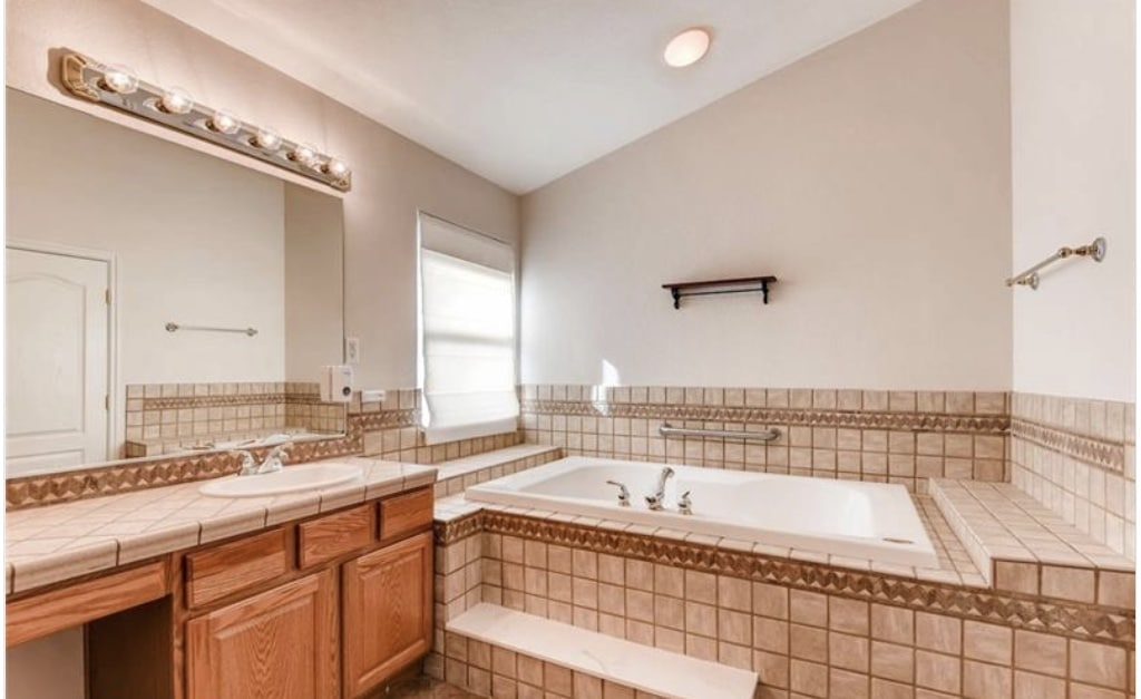 outdated master bathroom